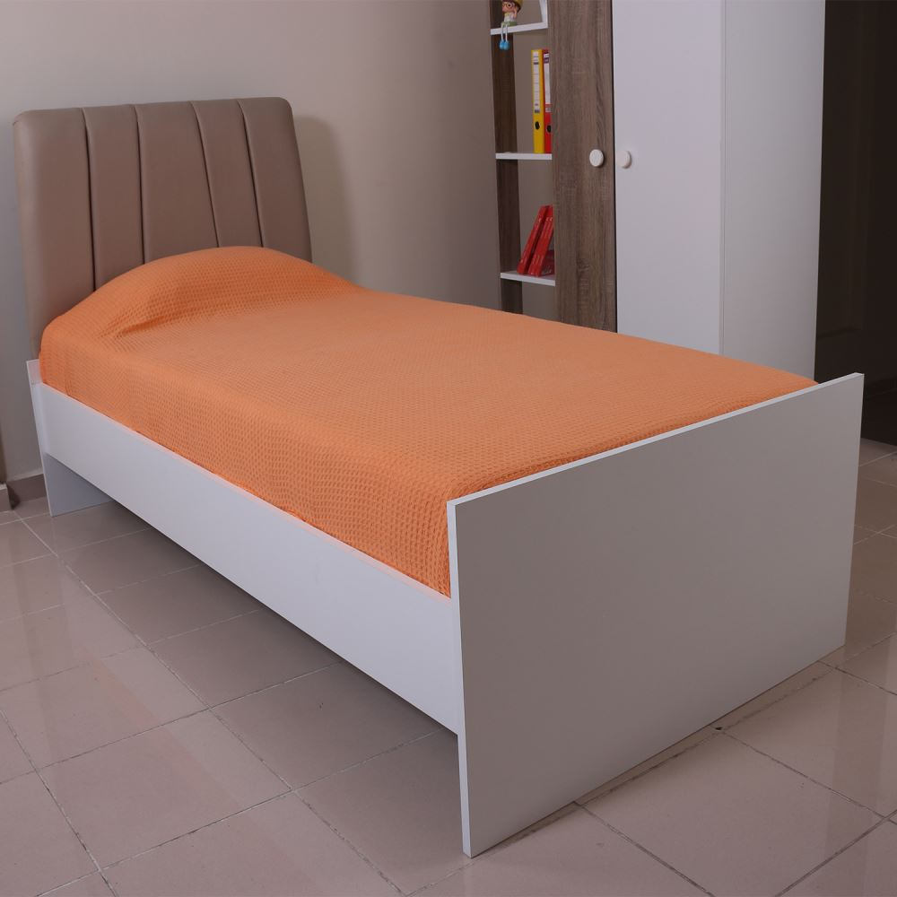 Çekmeceli tek kişilik yatak yatak odasında yerden tasarruf sağlar